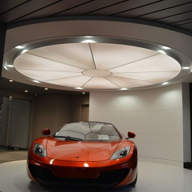 McLaren_Car_showroom_03